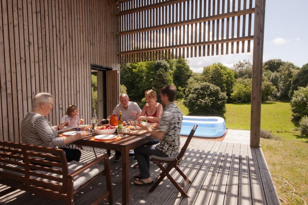 50 Convivial dining terrace