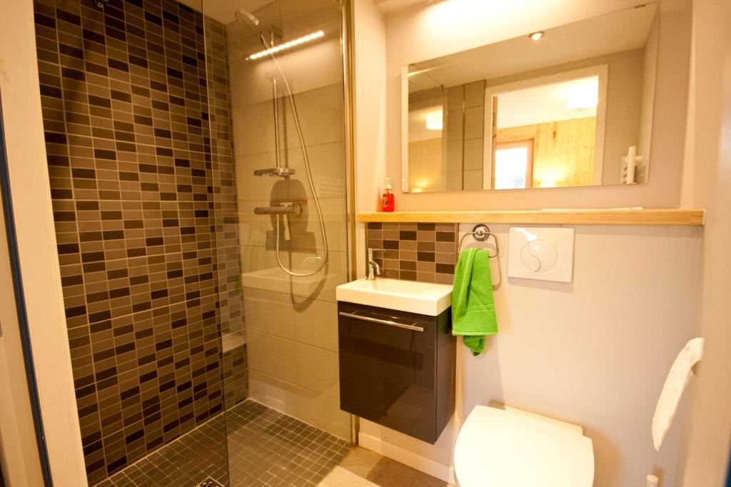 en-suite bathroom, La Maison Bois Charente, Montemboeuf, gite, holiday home, eco, timber